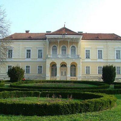 Dvorac Laduč